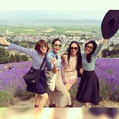 ความสวยของธรรมชาติแถบชนบทเค้าล่ะ #ไปลงโทษธรรมชาติ #บดบังดอกไม้ #ขอถ่ายรูปกับดอกไม้บ้าง #TomitaFarm #flower #lavenders