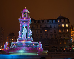 Place des Jacobins - Fontaine (liszto) Tags: fêtedeslumières lyon 2016 jacobin placedesjacobins fontaine foutain statue night light nuit lumière