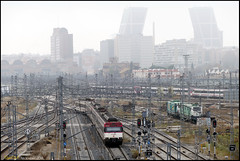RSM-Chamartin_Niebla (Я嵦) Tags: 446 446030 446038 chamartin deposito fuencarral madrid niebla nebulosa cercanias renfe tren ferrocarril vias estacion torres kio señal
