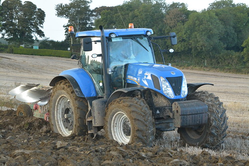 New Holland T7.270 Tractor with a Kverneland 7 Furrow Plough
