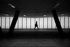 Zürich Oerlikon (maekke) Tags: zürich oerlikon sbb underground publictransport architecture availablelight silhouette bw noiretblanc man fujifilm x100t streetphotography symmetry 2017 switzerland zvv ch 35mm