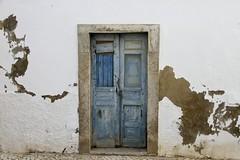 Puerta de Olhão (John LaMotte) Tags: puerta porta portugal door deterioro decayed dintel decadencia fachada infinitexposure ilustrarportugal algarve olhão