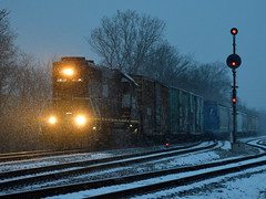 Racing the storm (Robby Gragg) Tags: ic gp40r 3107 broadview