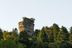 Château du Vieux-Windstein (Ombre&Lumiere) Tags: châteauduvieuxwindstein basrhin patrimoine vestiges ruines rochers vosgesdunord parcnaturelrégionaldesvosgesdunord 67