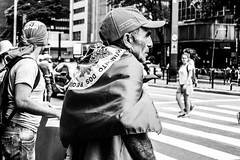 (thais_gobbo) Tags: protesto protest moviment movimiento movimento social rua street calle bandeira levante juventud juventude foto fotojornalismo photojornalism cidade ciudad photo photographer fotografía