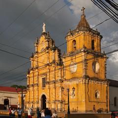 Église de la Recoleccion ... (sosivov) Tags: león nicaragua church larecolleccionchurc squareformat square