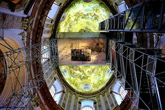 Looking up at the dome and panorama platform in Karla Kirche in Vienna. (Raphael de Kadt) Tags: karlskirche vienna wien austria europe architecture stephansdom church cathedral