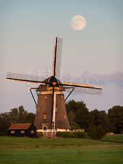 Windmill under a full moon (iPics Photography) Tags: windmill moon fullmoon holland countryside rural moonrise landscape netherlands sunset kinderdijk dutch meadow rising stompwijk nature traditional