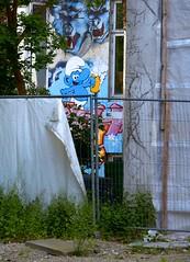 Hinter'm Zaun ... (cmdpirx) Tags: street blue urban color colour art public up wall graffiti nikon paint artist comic space raum kunst hamburg cartoon can spray crew hh toon blau piece farbe bombing throw schlumpf dose fatcap kru ryc d7100 schluempfe oeffentlicher