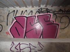 071 (en-ri) Tags: muro wall writing graffiti rosa nero ase novara fuxia