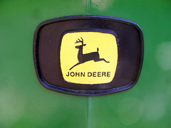1972 John Deere 1020 Diesel, detail (Davydutchy) Tags: auto tractor holland classic netherlands car sign john logo automobile badge otto vehicle decal paysbas friesland deere johndeere tracteur merk trecker trekker marque oldtimershow klassiker frysln vetern agrarisch agricole automobiel stnicolaasga sintnyk agrarwirtschaft stnyk sintnicolaasga schleppmaschine
