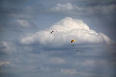 Ger.Flatlands GS 2015, Altes Lager (Bernat Beata) Tags: sky fly himmel wolke paragliding dhv landschaft flatland fliegen wettbewerb gleitschirm dcb flachland schleppgelnde windenschlepp alteslager seilwinden beatabernat schleppbetrieb drachenundgleitschirmfliegeninalteslager drachenfliegerclubberlindcb germanflatlandsparagliding wwwbeatabernatde gleitschirmschlepp