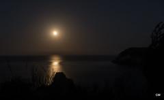 La lluna surt pel Portitxol. (.carleS) Tags: panasonic lumix gf3 caeduiker xàbia posta de sol eixida lluna plena montgó cap prim