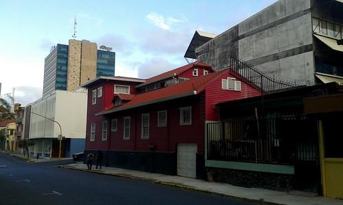 Barrio Amón: avenida 9 al este, con la casa Coto Cubero av.9, c.3a-5/ Barrio Amón: 9th avenue towards the east, with the Coto Cubero heritage house 9th av., 5th st.