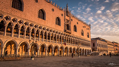 Palazzo Ducale Pano (Bommer60) Tags: venezia veneto italy it dogespalace piazzasanmarco saintmarkssquare venedig venicemetropolitancityofvenice venice morning palazzoducale rivadeglischiavoni earlymorning dawn warmlight