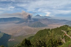 IMG_4051 (JoStof) Tags: indonesia java bromo volcano eruption ash smoke seaofsand semeru crater tengger caldera batok jawatimur indonesië idn