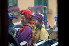 A Woman of Red Dao & Black H'mong, Thị xã Sa Pa in Fog, Sapa, Lào Cai, Vietnam (takasphoto.com) Tags: 28300mm asean allinonelens asia asian ethnicgroup gente hmông hmong hmongdao hmongpeople human humanbeing indochina lens làocai làocaiprovince mèo nikkor nikkor28300mmf3556gedvrafs nikon people persona reddao sapa southeastasia thịtrấn thịxãsapa transportation travel travelphotography trip viaje vietnam vietnamas viêtnam việtnam хмонги шапа וייטנאם سابا ساپا فيتنام ویتنام एशिया ह्मोंगलोग ভিয়েতনাম ชาวม้ง ซาปา ประเทศเวียดนาม ม้ง แม้ว ཝི་ཏི་ནམ། アジア インドシナ サパ ニッコール ベトナム ミャオ族 モン族 베트남 사빠 흐몽족 越南北部 高原地区 苗族 赫蒙族 越南 老街 老街省 沙坝 沙坝镇 旅行 東南アジア