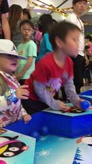 2017.1.1 兄弟倆玩投球-1 (amydon531) Tags: baby boys kids brothers justin jarvis family toddler cute 兒童樂園 兒童新樂園 taipei childrens amusement park