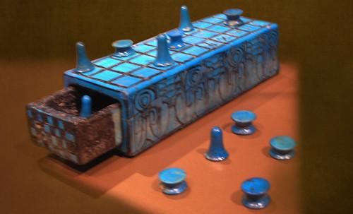 "Senet - Lujoso sistema de objetos lúdicos obsequio del dios Toht a la faraona Nefertari • <a style=""font-size:0.8em;"" href=""http://www.flickr.com/photos/30735181@N00/32399621241/"" target=""_blank"">View on Flickr</a>"