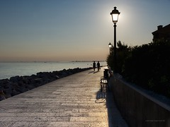 _7010132b (Concert Photography and more) Tags: light sunset sea italy lamp couple afternoon walk outlines grado reefs 2015 pavings