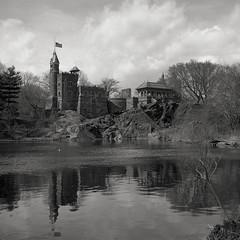 Belvedere Castle (Timo Kirkkala) Tags: bw usa newyork castle mediumformat iso100 centralpark manhattan ilforddelta kodakhc110 rolleiflext1 beldeverecastle