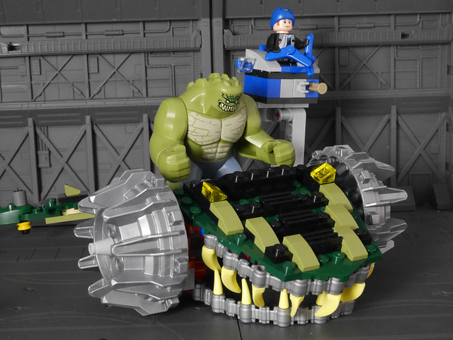 76055 Batman™: Killer Croc™ Sewer Smash