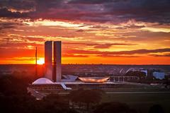 Congresso Nacional (Johnson Barros) Tags: alvorada brasilia brazilianairforce ceu congressonacional fab forcaaereabrasileira fotojohnsonbarros laranja orange silhueta silouete sky sol sunrise sunset