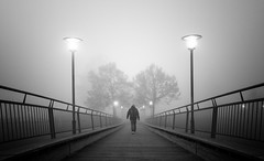 (Magdalena Roeseler) Tags: street strassenfotografie streetphotography blackandwhite bw sw monochrome fog people night walk zug switzerland olympus