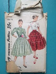 Simplicity 3985 (kittee) Tags: kittee vintagesewing vintagepatterns simplicity simplicity3985 3985 size14 bust32 waist 26 teen blouse skirt broomstickskirt gibsongirl standupcollar 34sleeves ruffles fullskrit pleats shortsleeve turnbackcuffs welts ricrac rickrack nodate 1940s 1950s cooldetails frontbuttonclosing wouldsell wouldtrade toosmall sewing sewingpattern vintage pattern