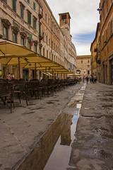 Vicolo, Perugia. (eastwood_clint) Tags: perugia umbria water reflection acqua riflesso torre pozzanghera bar
