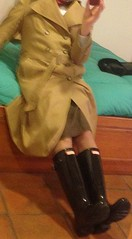 raincoat, tailleur and gloss black hunters (fioremaria1973) Tags: maninskirt raincoat hunterboots wellies