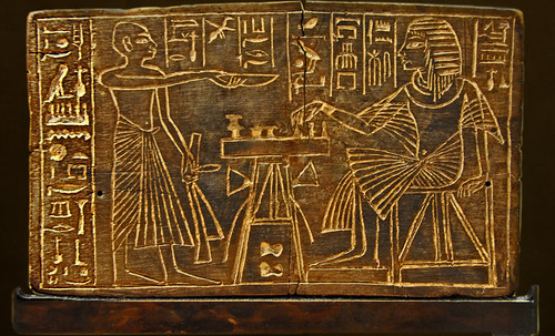 "Senet - Lujoso sistema de objetos lúdicos obsequio del dios Toht a la faraona Nefertari • <a style=""font-size:0.8em;"" href=""http://www.flickr.com/photos/30735181@N00/32369504802/"" target=""_blank"">View on Flickr</a>"