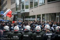 """""""Siamo tutti antifascisti"""", einer der Sprechchöre der Gegendemo (sascha.arnhoff) Tags: west demo michael frankfurt main nazi ost ester hooligans widerstand seitz schlagstock pfefferspray rosmarkt stürzenberger"""