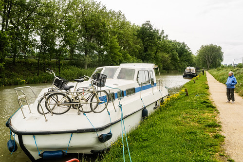 Boat Canal 8402.jpg