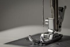 Nadel und Faden (Andie Wandsch) Tags: makro macro nähmaschien nadel faden maschine bokeh macromondays corner