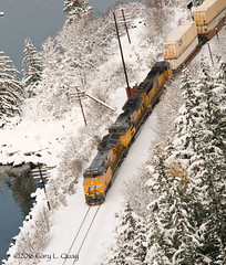 Union Pacific at Ruthton Point (Gary L. Quay) Tags: columbia gorge oregon winter 2016 nikon d300 gary quay snow cold hood river union pacific point ruthton