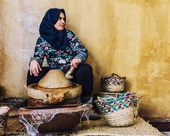 ¿Arganera u organera? #tizi #tichka #morocco #port  #argan #arganoil #handmade #market #working #women #assaisse #ouzeka #traveling #perspective #picoftheday #photooftheday #curvy #road (Ivalethia) Tags: picoftheday tichka handmade perspective traveling argan tizi working market assaisse port ouzeka arganoil curvy photooftheday women road morocco