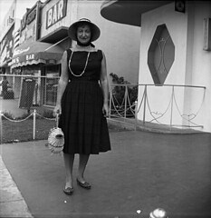Lost holiday (Olivander) Tags: vacation bw vintage mediumformat florida miamibeach 620 browniehawkeyeflash foundfilm verichromepan bhfbk