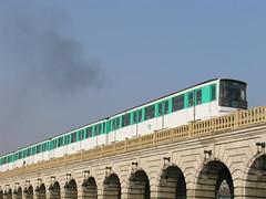 (6) Pont de Bercy - Paris (France) (Meteorry) Tags: bridge blue sky paris france train underground subway europe smoke métro bleu ciel pont bercy 1000 ratp parisien meteorry pontdebercy mp73