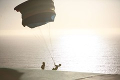 Kids playing (ParaScubaSailor) Tags: chile sea sky beach pacificocean paragliding soaring maitencillo parapente