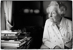 Maybelle Stansfield (1895-present) (Ryan Brenizer) Tags: 2005 november woman sanantonio work education nikon texas bokeh d2x photojournalism sigma30mmf14dc noflash depthoffield superfantastique sigma30mmf14exdchsm maybellestansfield supercentenarian