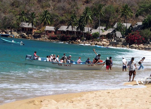 Water Taxi at Yelapa por brettanicus.