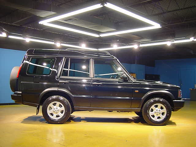 black 2004 landrover discovery