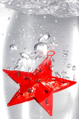 Sparkling Star (Violator3) Tags: christmas red white colour topf25 water 1025fav star nikon 500v20f flash d70s bubbles 100v10f womenonly violator3 overexposed merrychristmas 500v