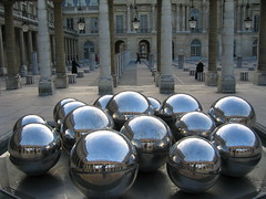 Reflective Marbles (rymdborje) Tags: sculpture paris france reflection art topf25 ball geotagged pillar 15 palace marble boules fifteen 1on1 1mostinteresting cotcmostinteresting 1on1halloffame rymdborje geolat48863854 geolon2337451