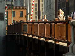 State Street Bridge (Jim Frazier) Tags: city bridge people brown chicago 2004 buildings walking illinois rust scenery downtown cityscape steel cook structures bridges engineering cybershot august structure infrastructure pedestrians drawbridge chicagoriver commuters q4 toorganize chicagoriverbridges jimfraziercom jfpblog