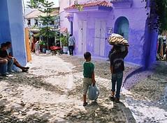 The bread porter (Délirante bestiole [la poésie des goupils]) Tags: blue bread purple violet morocco maroc chefchaouen