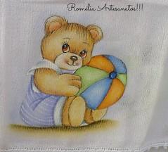 Fralda ursinho pintura (romelia.artesanatos) Tags: bola pintura tecido ursinho