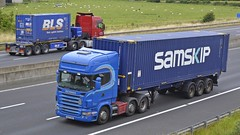 SL07 DBA (panmanstan) Tags: truck wagon motorway yorkshire transport container lorry commercial vehicle freight sandholme scania m62 haulage intermodal hgv r480