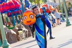 Pixar Play Parade (heytherejere) Tags: divers nemo findingnemo disneycaliforniaadventure pixarplayparade